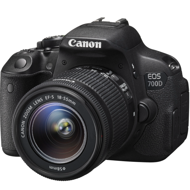 Canon EOS 700D + EF-S 18-55 DC III