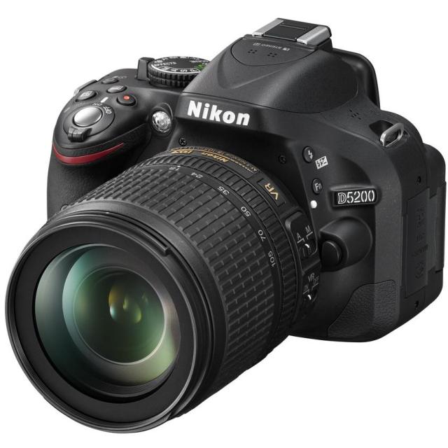 Nikon D5200 + 16-85 mm AF-S DX VR
