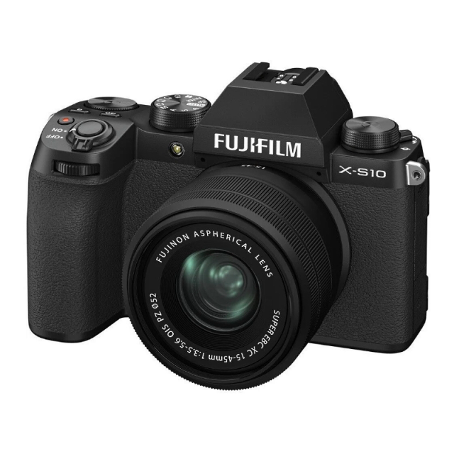 Fujifilm X-S10 + XC 15-45mm f/3,5-5,6, Black