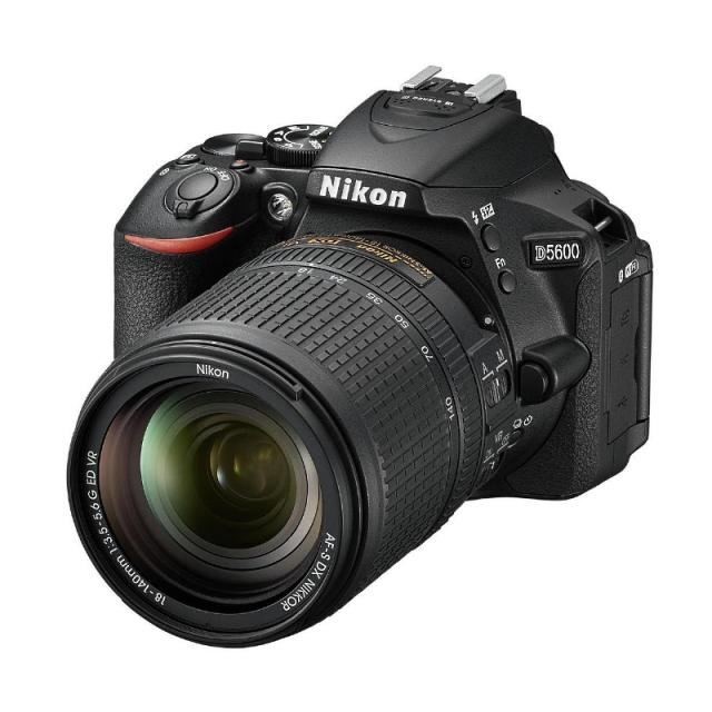 Nikon D5600 + AF-S 18-140mm f/3,5-5,6G ED VR